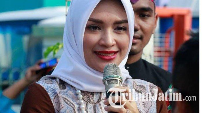 BREAKING NEWS: Bupati Probolinggo dan Anggota DPR Dikabarkan Terjaring OTT KPK, Diduga Suaminya
