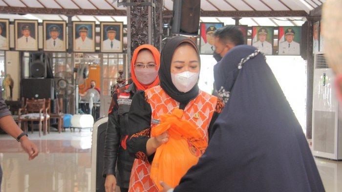 Relawan Kemanusiaan Task Force di Purbalingga Bagikan Vitamin dan 500 Paket Sembako