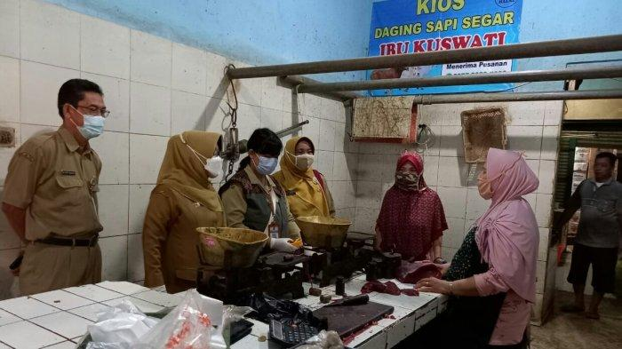 Umi Azizah Sidak ke Pasar Tradisional di Kabupaten Tegal Pastikan Bahan Pangan Layak Dikonsumsi