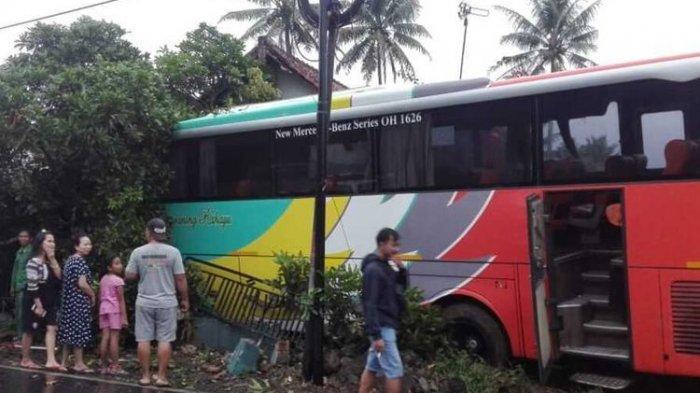 Hindari Tabrak Sepeda Motor, Bus Jursan Jakarta Tabrak Rumah Warga, Kijang dan Supra Rusak Parah
