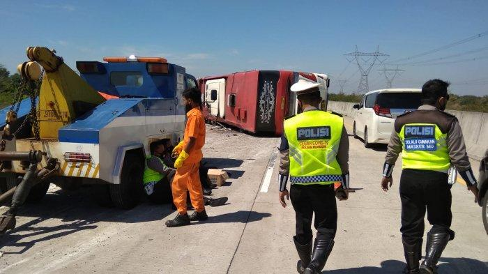 Tujuh Orang Meninggal Dunia dalam Kecelakaan Bus Sudiro Tungga Jaya di Tol Pemalang