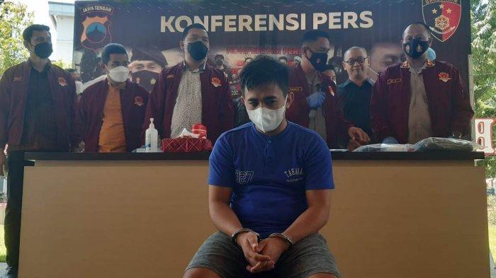 Yandi (28) cowok ganteng (cogan) asal Simpang, Sikajang, Kabupaten Garut, berhasil memperdaya 10 janda di Kota Semarang, di Kota Semarang.