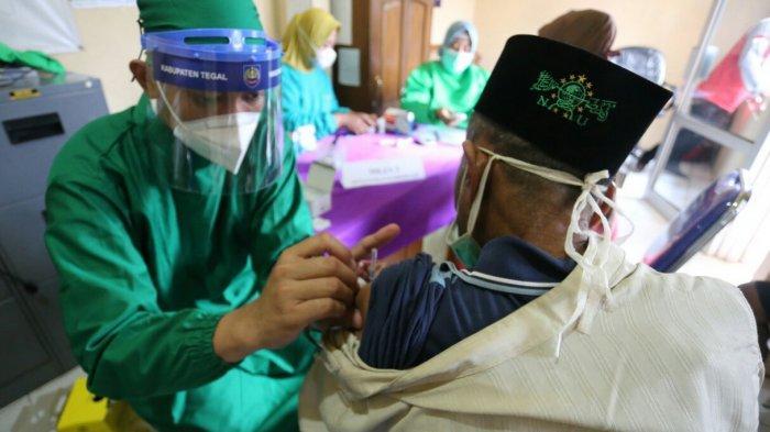 Presiden Jokowi Minta Semua Pemerintah Daerah Kebut Vaksinasi untuk Lansia