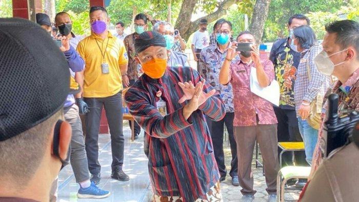 Tinjau Karantina Wilayah di Randusari Tegal, Ganjar Singgung PTM hingga Minta Semuanya Cerewet