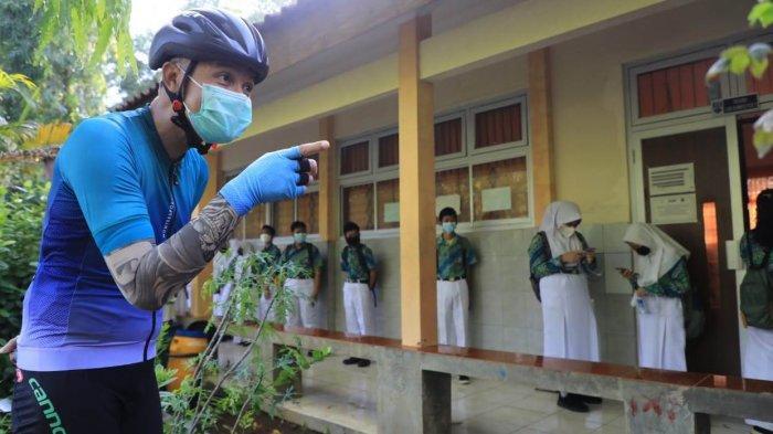 Temukan Kerumunan Siswa di SMPN 33 Semarang, Ganjar Ancam Tutup PTM: Sudah Diajari Prokes Belum?