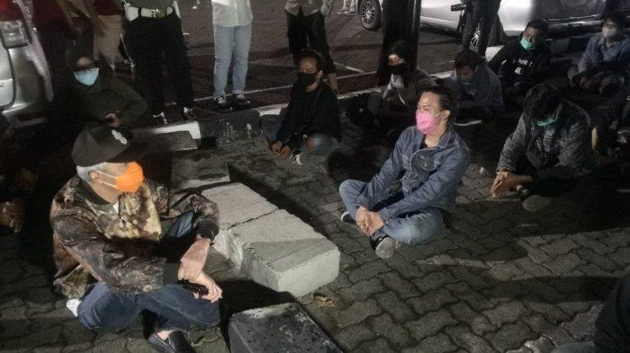 Ngobrol dan Temui Peserta Aksi Massa yang Ditangkap Polisi, Ganjar Sampaikan Hal Ini