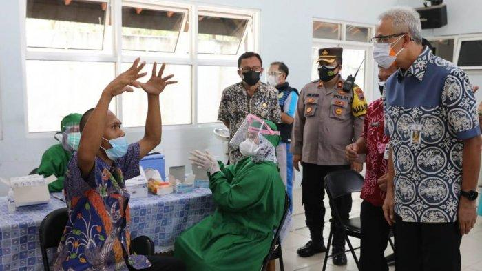 Penyandang Disabilitas Mental di Rembang saat Divaksin: Biar Sehat To Pak Ganjar, Gak Kena Corona