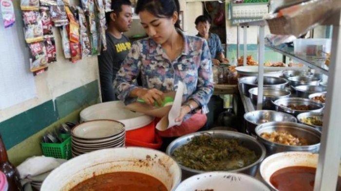 Emak-emak Tegal Pengin Makan di Warteg, Malah Jadi Korban Jambret saat Keluar dari Mobil