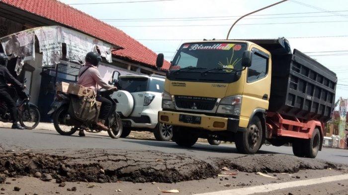 Ruas Jalan KH Ahmad Dahlan Batang Rusak Para, Ahmad: Bikin Pengendara Resah, Membahayakan