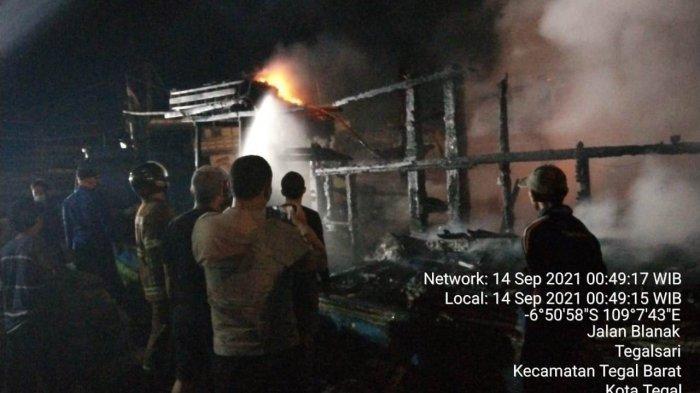 Kapal Cumi 65 GT Terbakar di Pelabuhan Jongor Tegal, 80 Persen Hangus, Begini Keterangan Polisi