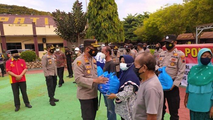 Kapolri Beri Bantuan 1.200 Paket untuk Warga Terdampak Pandemi Covid-19 di Pati