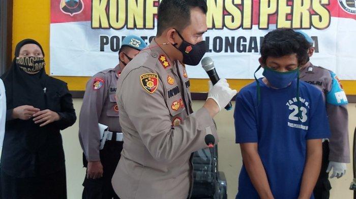 Kapolres Pekalongan Kota AKBP M Irwan (kiri) saat menanyai tersangka tindak pidana persetubuhan terhadap anak dibawah umur, Selasa (9/3/2021).