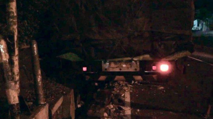 Kecelakaan di Tanah Putih Semarang, Sebuah Truk Angkut Pupuk Terperosok di Parit