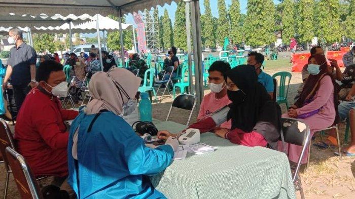 500 Orang Keluarga dan Kerabat Anggota DPRD Kendal Divaksin Serempak