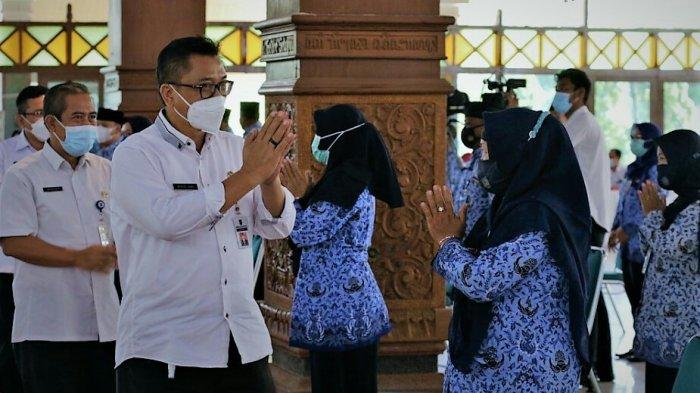 Serahkan SK Kanaikan Pangkat 379 PNS Pemkab Tegal, Widodo Joko Singgung soal Kepercayaan Publik