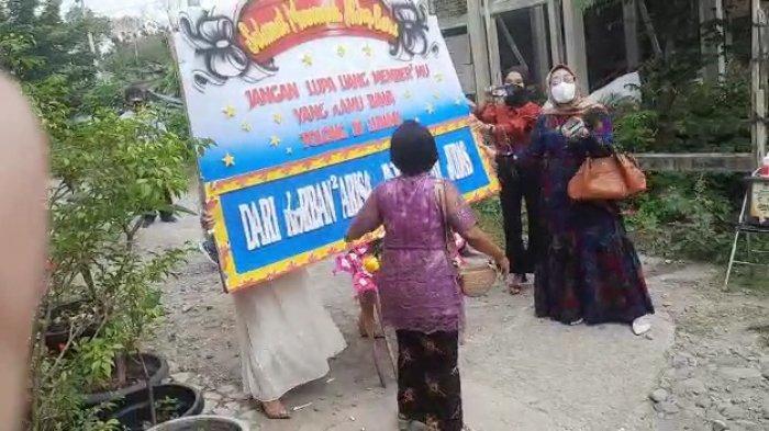 Korban Dugaan Arisan Bodong di Solo Bawa Karangan Bunga Geruduk Pernikahan Pelaku