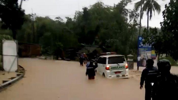 Dua Ruas Jalan Nasional Lumpuh karena Banjir di Jeruklegi Cilacap