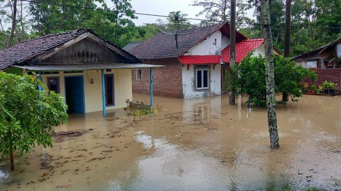 Dua Kecamatan di Cilacap Dilanda Banjir, Raturan Rumah Warga Terendam