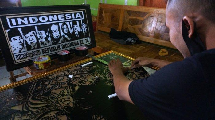 Kreatif! Sulap Lakban Jadi Lukisan Keren, Seniman Galak Warga Batang Ini Banjir Order
