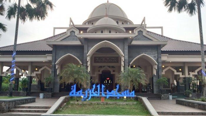 Pengurus Masjid Raya Al Khuzaemah Kajen Gelar Salat Gerhana Bulan