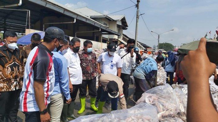 Menteri KKP Trenggono Janji Akan Perbaiki Pelabuhan Perikanan Kota Tegal