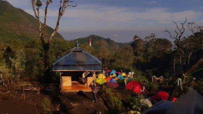 Polres Tegal menghadiri acara dan mengikuti kegiatan peresmian Musala Jabalussalam di Pos 4 pendakian gunung Slamet via basecamp Permadi Guci Kabupaten Tegal, Minggu (19/9/2021).