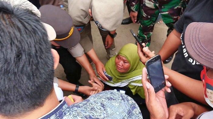 Perempuan Paruh Baya Gegerkan Rombongan Bupati Pemalang, Nangis Meraung-raung Minta Rp10.000