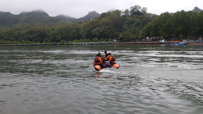Pria Tak Diketahui Identitasnya Berenang dan Hilang di Pantai Logending Kebumen