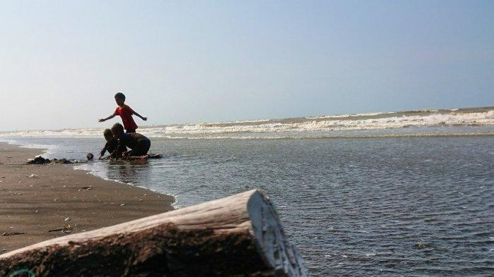 Pantai Blendung Ulujami, Keindahan Tersembunyi di Pemalang, Rizqon: Bersih, Asri dan Tenang