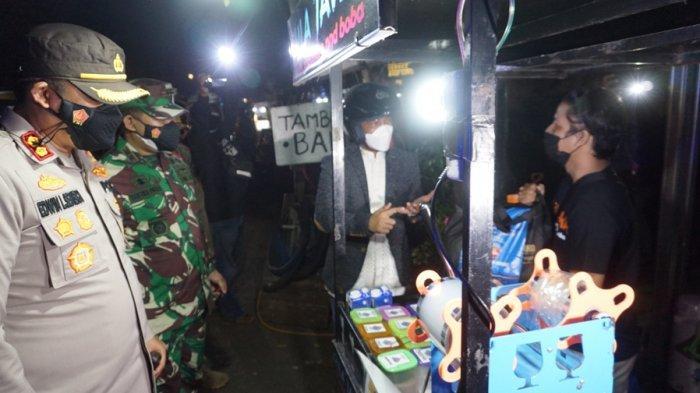 Kapolres Tenteng Sembako saat Patroli Skala Besar di Batang, Apa yang Dilakukan? Ini Faktanya