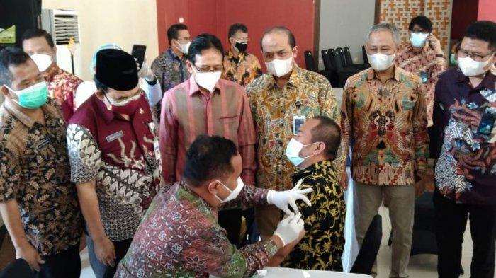 Pegadaian Gelar Vaksinasi untuk Pegawai Sektor Keuangan di Magelang, Wali Kota Jadi Vaksinator