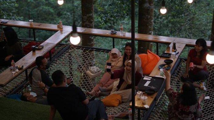Metsa Kopi Batang Hadir dengan Konsep Industrial Cafe di Tengah Hutan Damar