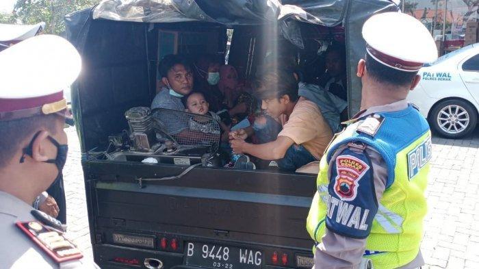 11 Orang Madura Mudik Naik Pikap Modifikasi, Bak Ditutup Terpal Dipasang Kipas, Kena Razia di Demak