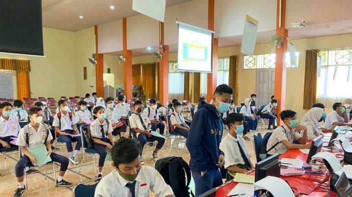 SMK Negeri 2 Slawi Fasilitasi Calon Siswa yang Kesulitan Mendaftar