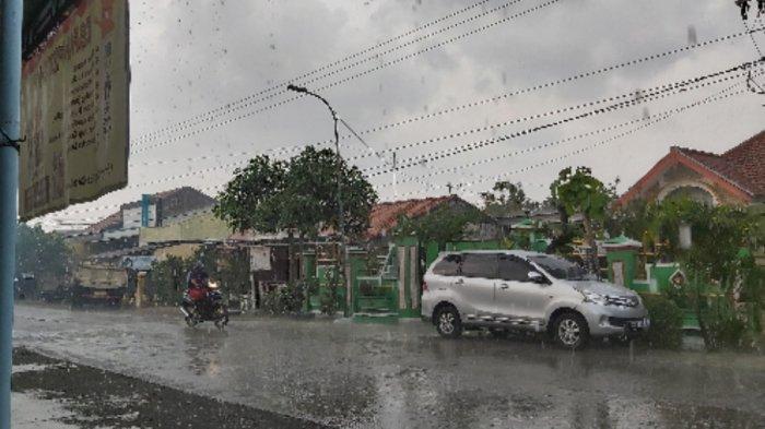 Masih Kemarau, Tegal Raya Seminggu Ini Terus-terusan Diguyur Hujan, Begini Penjelasan BMKG
