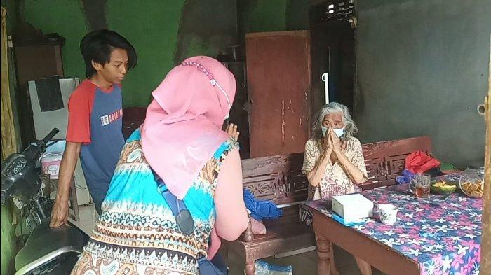 Komunitas Kampung Hijrah dan Omah Tani Batang Bagikan Makanan Gratis ke Warga Isoman hingga Pelosok