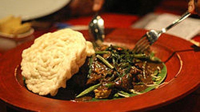 Rujak cingur khas Jawa Timur.