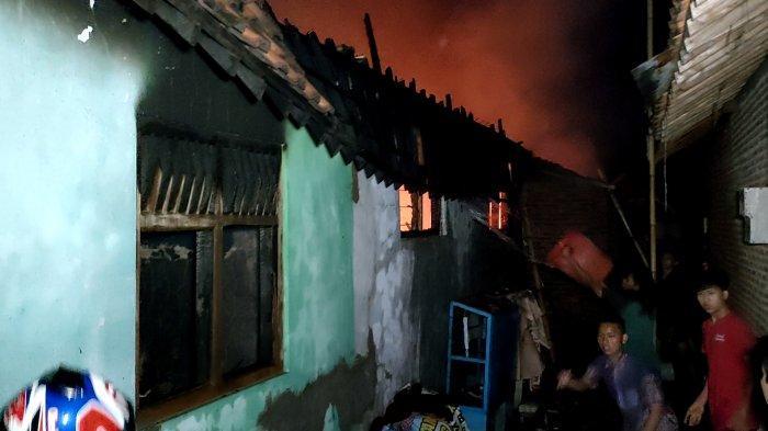 Eko Kaget Lihat Api Sudah Membakar Atap Rumah Produksi Kerupuk di Pekalongan