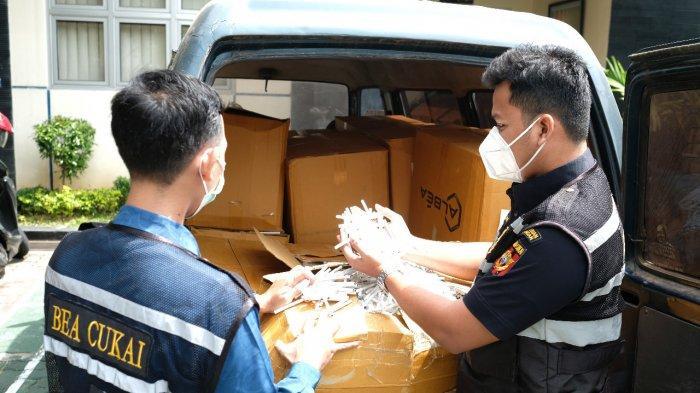 Sopir Pembawa Rokok Ilegal 412 Kg di Kudus Kabur Tinggalkan Mobilnya di Pinggir Jalan