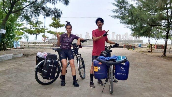 Bule Cantik Spanyol dan Pemuda Cimahi Bersepeda Jogja-Sabang, Kampanyekan Bebas Sampah Plastik