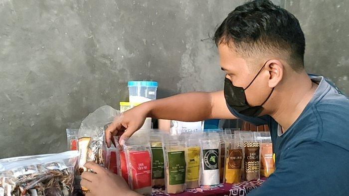Omset Kholid Naik 100 Persen, Perajin Serbuk Minuman Empon-empon di Batang Kebanjiran Order