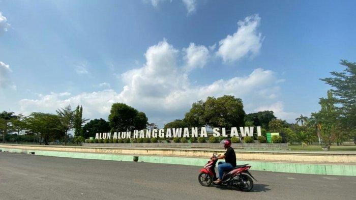 Bangkit Lawan Covid-19, Alun-alun Hanggawana Tegal Sepi Aktivitas Masyarakat di Hari Minggu