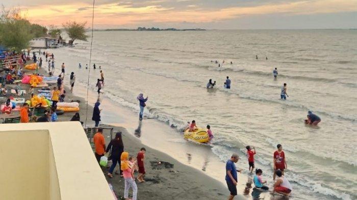 Wisata Ekonomis Bersama Keluarga di Pantai Ngebum Kendal