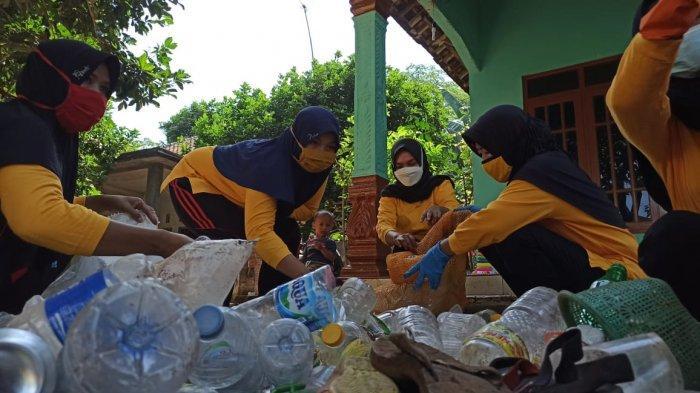 Begini Cara Ibu-ibu Desa Juragan Batang Tambah Penghasilan saat Pandemi Covid-19