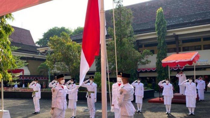 Pesan Bupati Tegal saat Upacara Bendera HUT ke-76 RI saat Pandemi: Jangan Loyo, Apalagi Nglokro