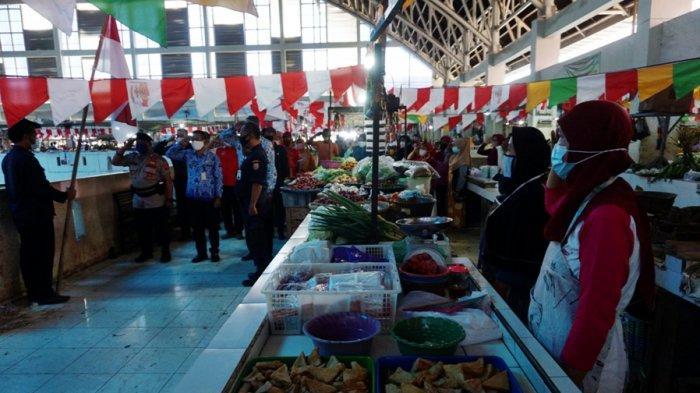 1.800 Pedagang Pasar Induk Batang Hentikan Aktivitas Jual Beli Demi Upacara Bendera 17 Agustus