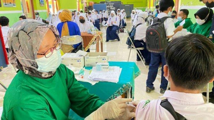 Percepat Herd Imunity di Lingkungan Sekolah, Siswa SMPN 1 Slawi Ikuti Vaksinasi Covid-19