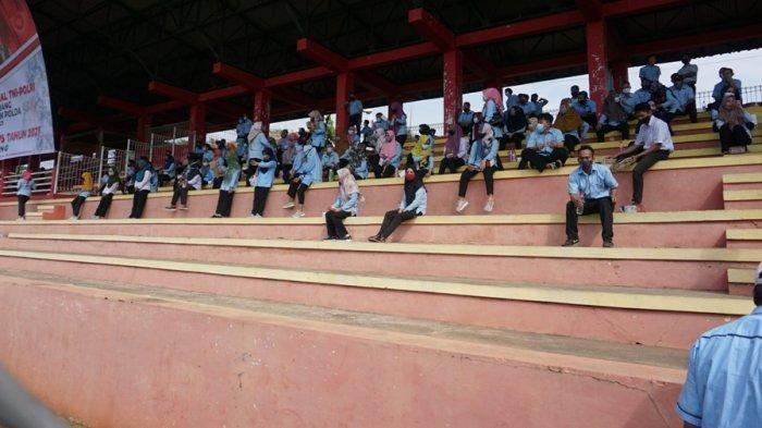 Warga Batang Berbondong-bondong ke Stadion Sarengat, Kapolres: Kami Sedikan 4.100 Dosis Vaksin