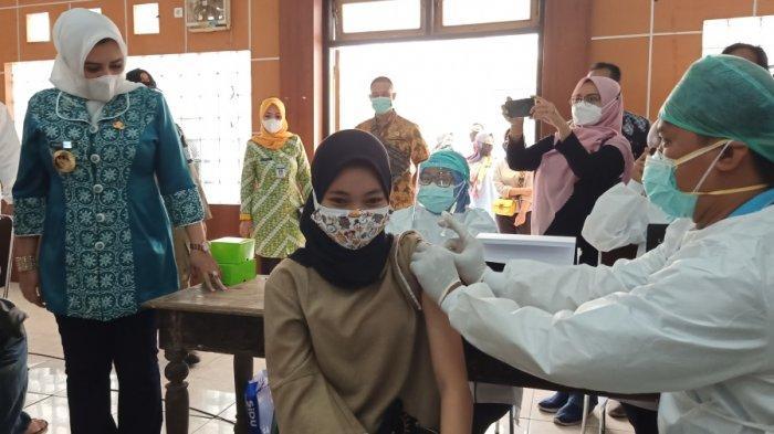 Kejari Kajen Gelar Vaksinasi Massal, Bupati Pekalongan Fadia Arafiq: Saya Apresiasi Ini