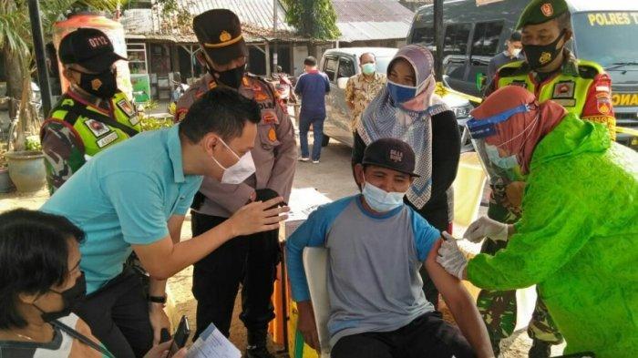 Pemkab Tegal Gelar Vaksinasi Massal di Pasar Trayeman Slawi, Ardie: Ikhtiar Melawan Covid-19